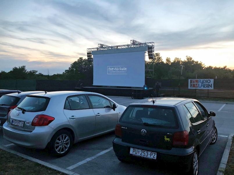 Drive-in kino pun pogodak!
