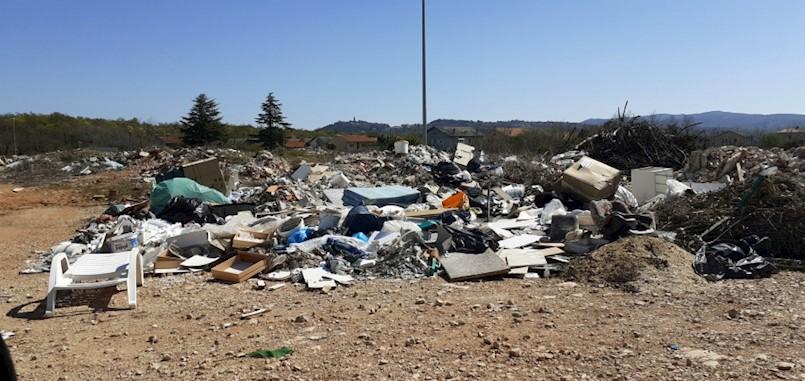 Prikuplja se sve manje miješanog komunalnog otpada, ali sve veći problem nelegalna odlagališta