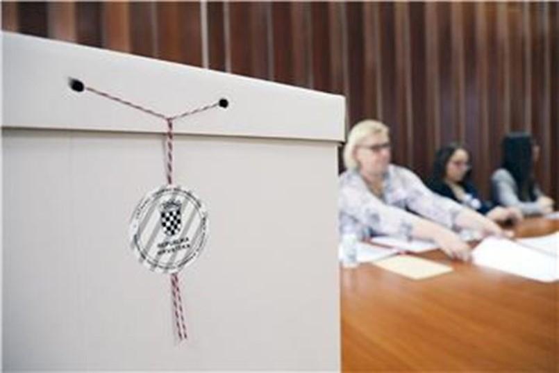 PONOVLJENI IZBORI U RAŠI PROLAZE MIRNO, pravo glasa ima 488 birača