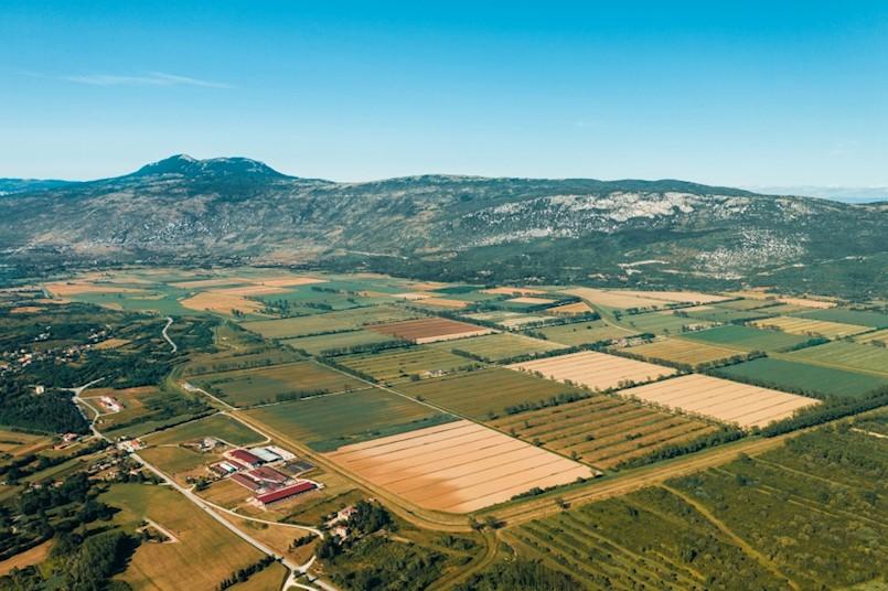 Općina Kršan pomaže gospodarstvenicima i zakupcima poljoprivrednog zemljišta
