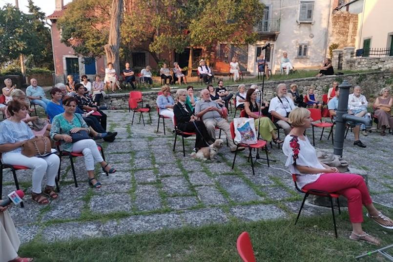 ČAKULODA NA ŠPINI Hrvatski narod je trojezičan - Hrvati govore tri jezika