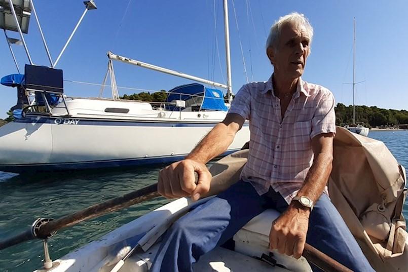 """ŽIVOTNA PUSTOLOVINA PULSKOG LABINJANA JOSIPA BELUŠIĆA Sam je 10-metarskom jedrilicom preplovio Atlantik i Sredozemlje! """"Riskirati život jednom je izazov, riskirati ga drugi put je glupost. Ali u društvu s još dvojicom IŠAO BIH NA PUTOVANJE OKO SVIJETA"""""""