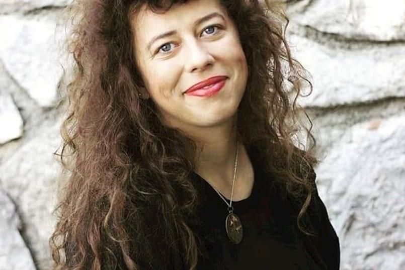 Labinska umjetnica Nicol Načinović: Lemmy jede fuže, David Bowie igra briškulu, Mick Jagger trga grožđe a Alice Cooper pije Pašaretu