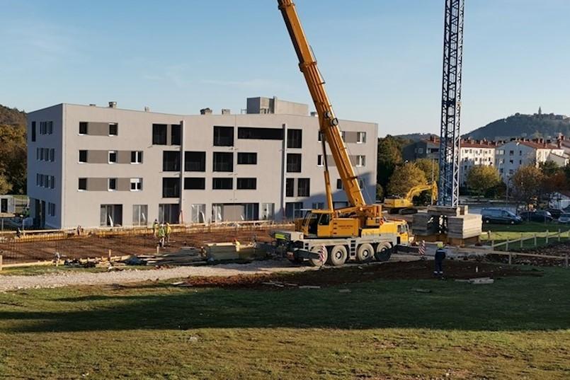 """U LABINU SE GRADI """"SVE U ŠESNAEST"""" Nakon dovršetka radova u Istarskoj ulici, počinje gradnja još dvije zgrade"""