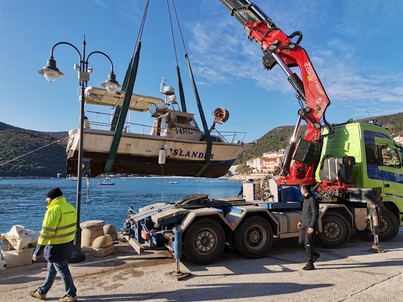 U rabačkoj luci potonuo ribarski brod poznatih labinskih ribara