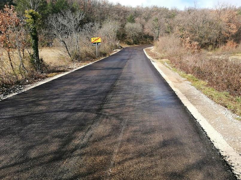 Novi asfalt i uređenje prometnice prema naselju Junac