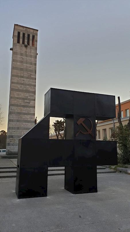 Povodom 100. obljetnice Labinske republike L.A.E. XXI na Trgu labinskih rudara  postavio rad Metal Gurua