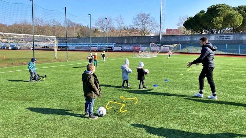 Nogometni vrtić NK Rudar pokazuje se kao pun pogodak, danas prezentiran svoj vrtićkoj djeci