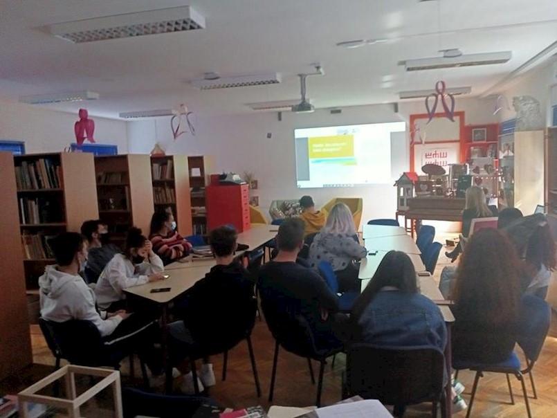 Online predavanje o Hrvatskoj agenciji za nadzor financijskih usluga u labinskoj Srednjoj školi