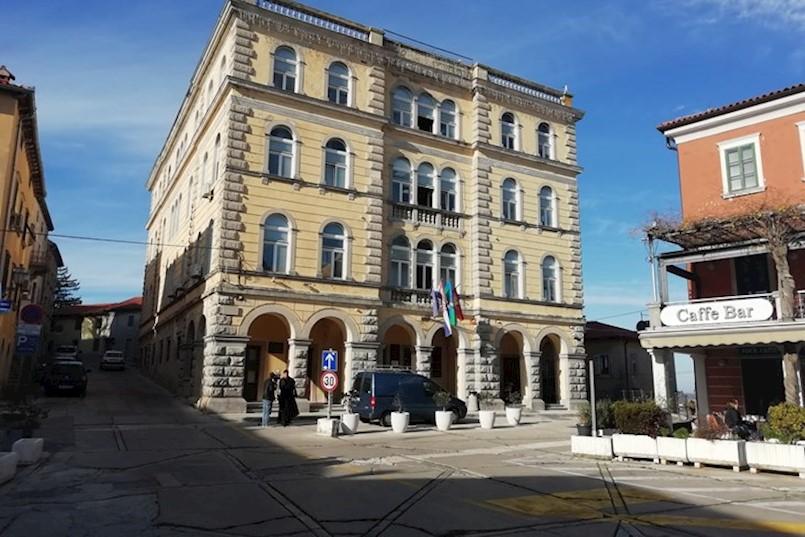 Grad Labin isplatio 800.000 kuna odštete Riječaninu koji je pao niz kamene stepenice. DOGOVORENO ŠTO ĆE DALJE PODUZETI PO TOM PITANJU