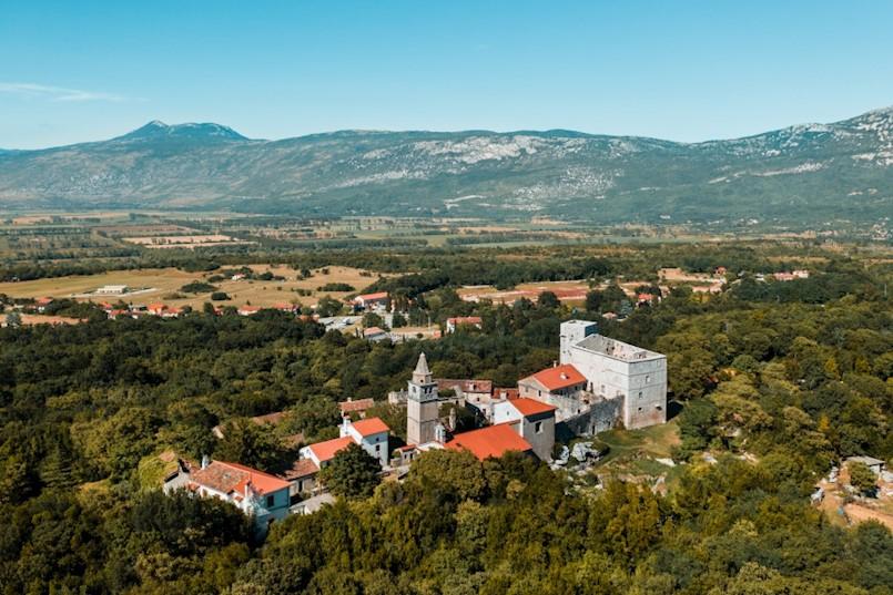 Turistička zajednica Kršana uredila pješačku stazu od Starog grada Kršana do Sošići