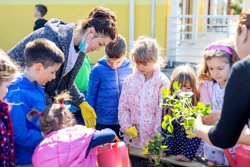 """[FOTO] LAG """"Istočna Istra"""" osigurao vrtne gredice za sve osnovne škole i vrtiće Labinštine"""