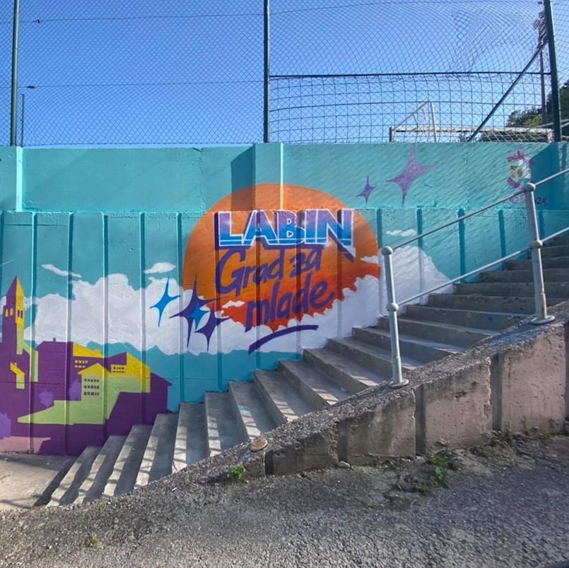 Predivan mural s motivima Labina na Đilu