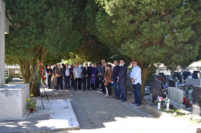 Polaganjem vijenca na Centralnom križu Gradskog groblja obilježen Dan državnosti Republike Hrvatske