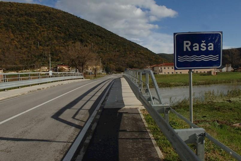 U sudaru u Most Raši sudjelovala tri automobila. KRIVE SU DVIJE VOZAČICE