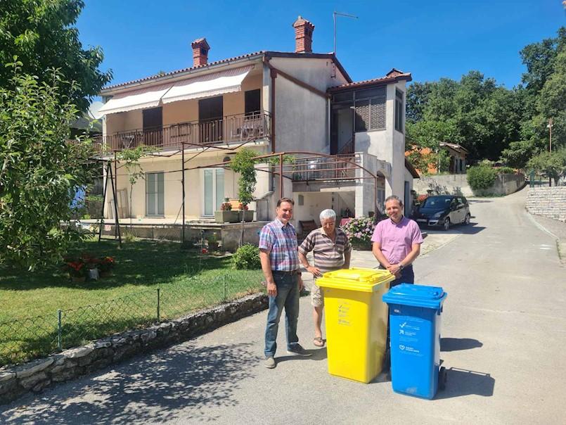Krenula podjela spremnika za odvajanje otpada na području Općine Pićan