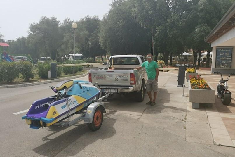 RABAC: INCIDENT NA RAMPI ISPRED ULAZA U KAMP OLIVA Kiršiću zabranjen, pa nakon tri sata natezanja ipak dozvoljen prolaz do mora