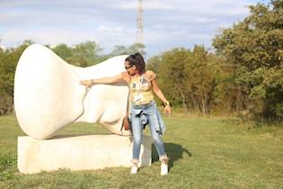 U srijedu 28. 7. 2021.  besplatna interpretativna šetnja i upoznavanje sa umjetnicima u Parku skulptura Dubrova
