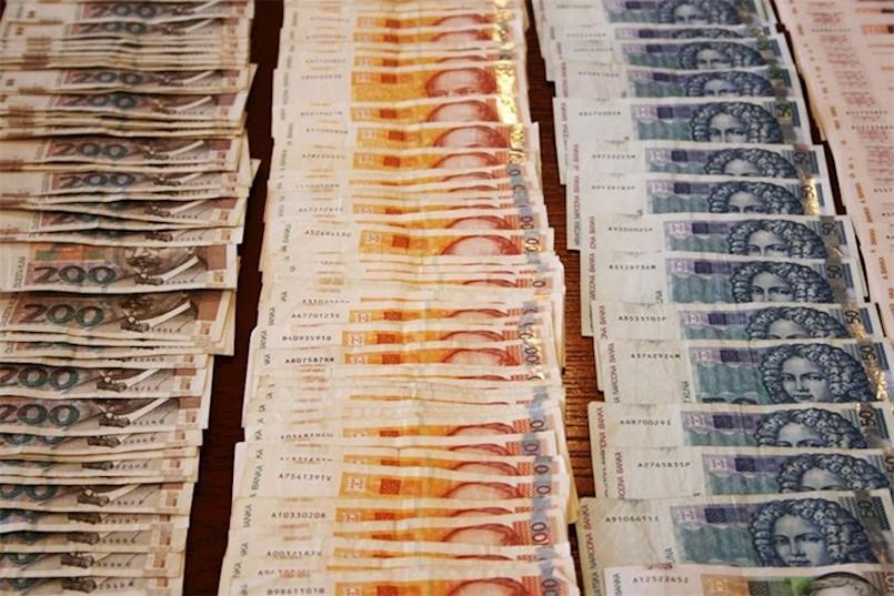 Labin: Privedena žena koja je krala novac s računa klijenata