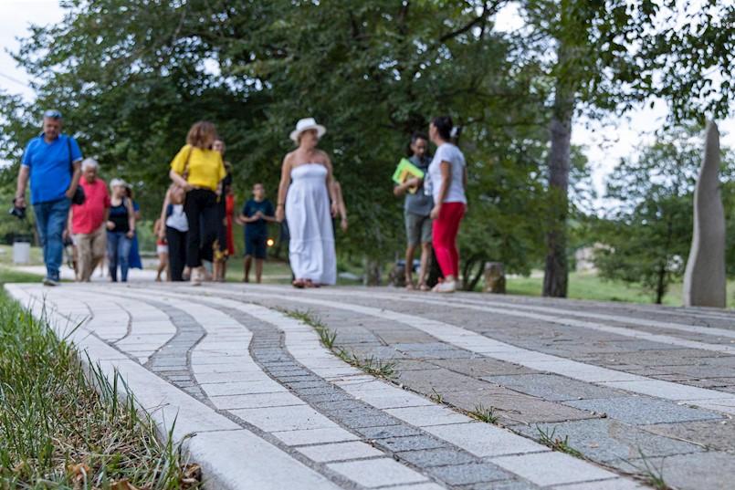 Odfržana interpretativna šetnja Parkom skulptura Dubrova u društvu umjetnika i zaljubljenika u umjetnost