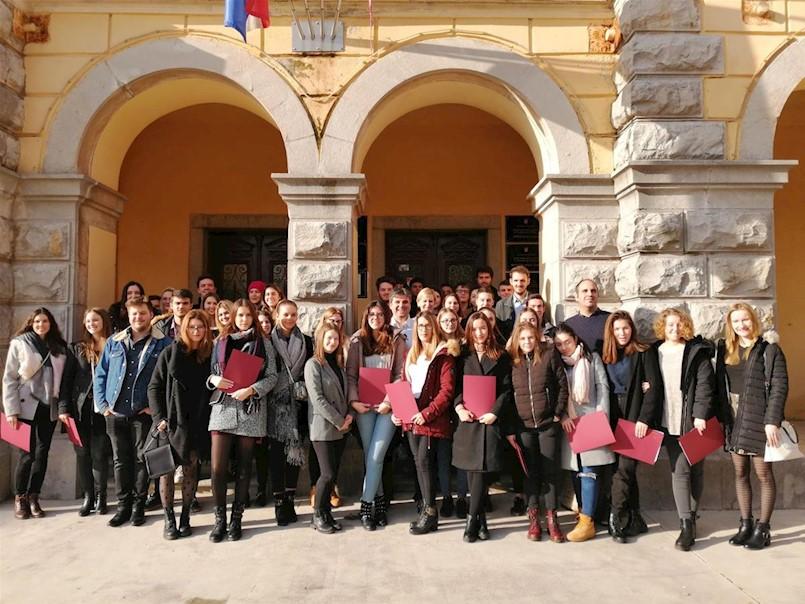 Obavijest učenicima i studentima koji sa Gradom Labinom imaju potpisan ugovor o stipendiranju