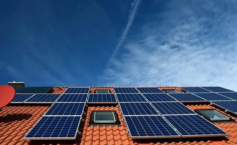 Grad Labin sufinancira izradu projektne dokumentacije za postavljanje sunčanih elektrana na krovove obiteljskih kuća