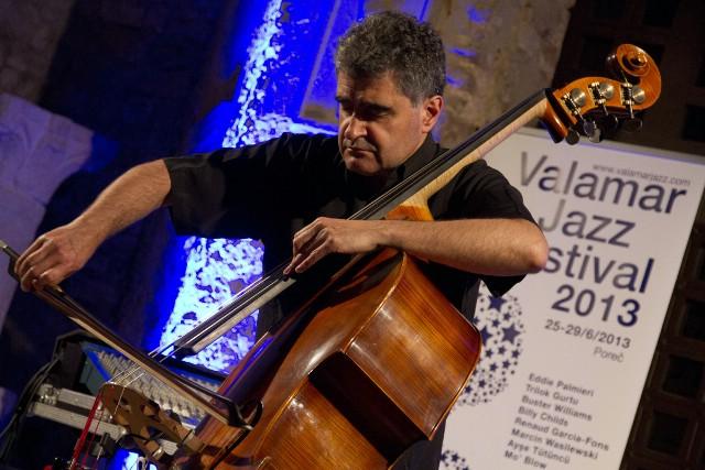 Kontrabasist Garcia-Fons nastupom oduševio publiku, treći festivalski dan donosi koncerte Billyja Childsa i Triloka Gurtua!