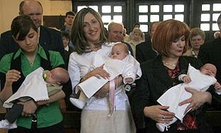 U crkvi svete Barbare u Raši krštene trojke obitelji  Pucić