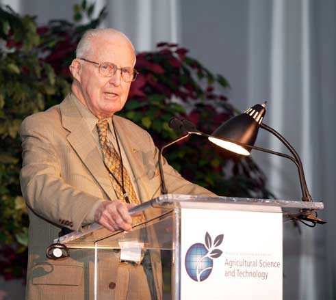 In memoriam: Norman Ernest Borlaug (1914 - 2009) - začetnik 'Zelene revolucije' - čovjek koji je nahranio svijet