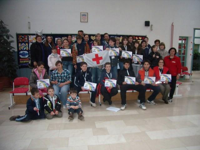 """Ekipa OŠ """"I.L.Ribar"""" pobjednici školskog natjecanja Crvenog križa"""