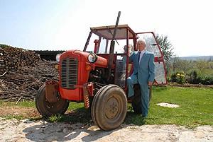 Djed u svojoj 87. godini polaže ispite i radi u polju