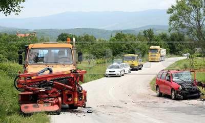 Na cesti Pićan - Sveta Katarina: Autom u kamion - ozlijeđen vozač