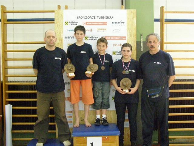 """Labinjani osvojili 6 odličja na kickboxing turniru """" Izlake Open  2010.""""  u Sloveniji - Marinu Faraguni 2 zlata"""