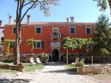 Fešta vina i turizma u kaštelu Lazzarini Battiala u Svetom Martinu