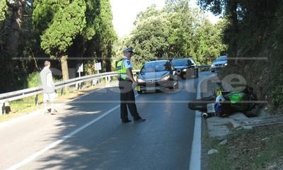 Teže ozlijeđen motociklist na cesti Labin - Rabac u životnoj opasnosti