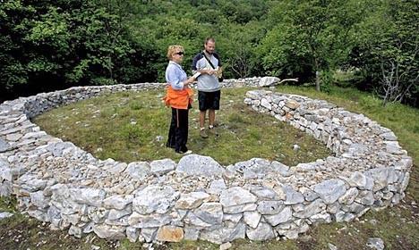 Studenti na Učki naučili graditi suhozid