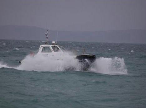 Spašeni turisti koji su od Cresa prema Rapcu krenuli gumenjakom po nevremenu