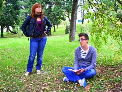 Održan projekt Čitajmo pod krošnjama labinskih srednjoškolaca