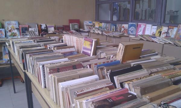 Iznimno uspješna akcijska prodaja rashodovanih i darovanih knjiga labinske gradske knjižnice