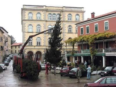 Trgovačkom društvu Elektra d.o.o 185 tisuća kuna za božićno-novogodišnje ukrašavanje Grada
