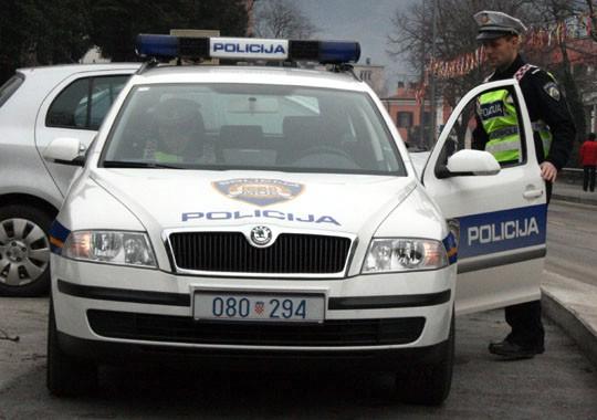 Mladić iz Raše se pijan zabio u kamion pa udario u stijene