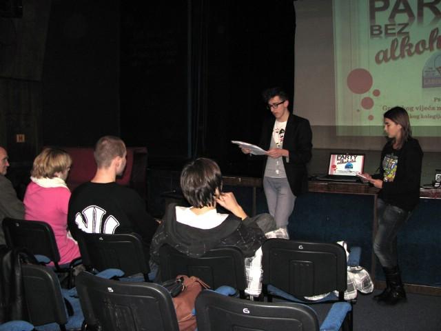 Predstavnici Gradskog vijeća mladih na okruglom stolu 2. Festivala priča u Dječjem kazalištu u Zagrebu