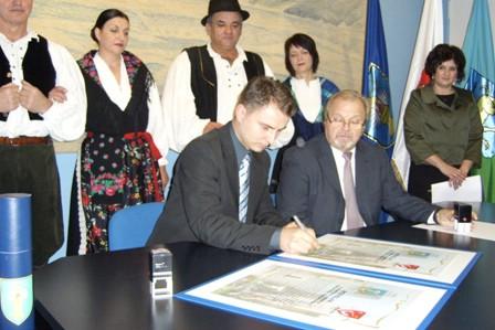 Općina Raša potpisala Povelju o suradnji s Općinom Velika