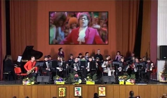 Skladbom iz Austin Powersa završen svečani koncert povodom Dana Osnovne glazbene škole Matka Brajše Rašana pri POU Labin (VIDEO + fotografije)