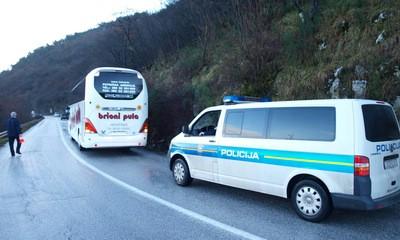 Opasna prometnica: Cesta Barban - Most Raša autobus udario u stijenu