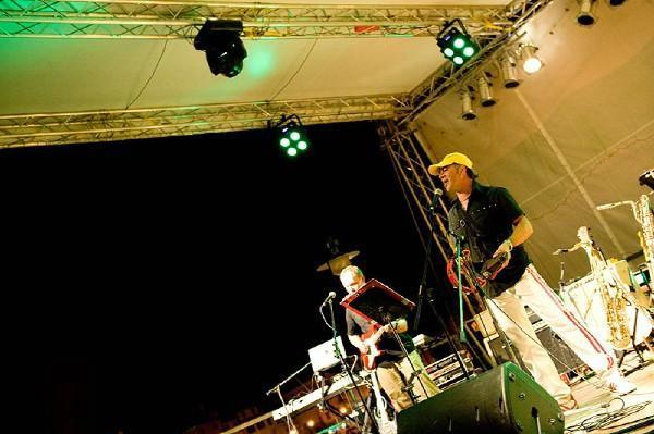 Najava: Koncert skupine `Le Mond Band` i Eve Čiček u Malom kazalištu