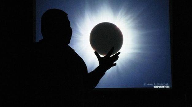 Djelomična pomrčina Sunca danas vidljiva iz Labina od 7,56 do 10,46 - ne gledajte direktno u Sunce!