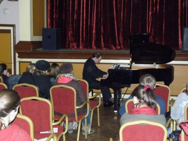 Obilježavanje 200.-te obljetnice rođenja Franza Liszta sa Zoltanom Peterom nadahnuće na početku koncertne 2011. godine