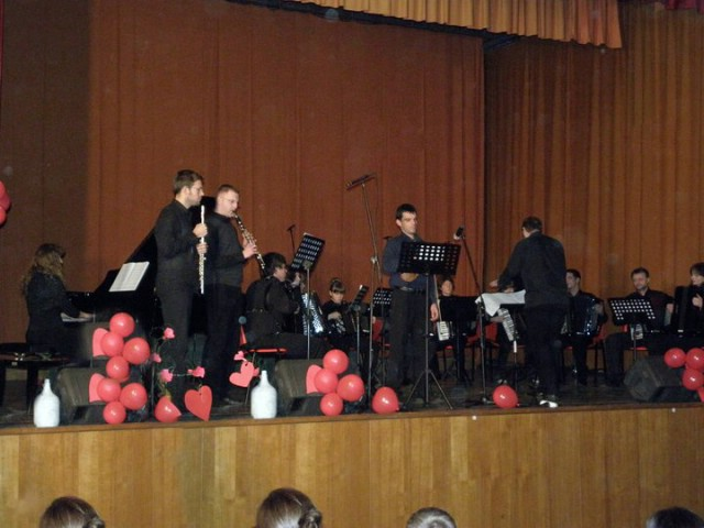 Osvježenim koncertom mladi i veliki glazbenici obilježili Valentinovo u Labinu s dvije premijerne izvedbe