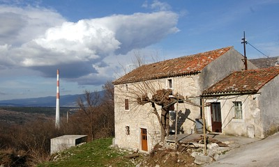 U susjedstvu plominske termoelektrane: Ripenda: Mi pljujemo na kamin, a on na nas